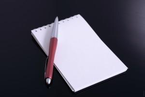 Un écrivain public pour écrire un courrier administratif